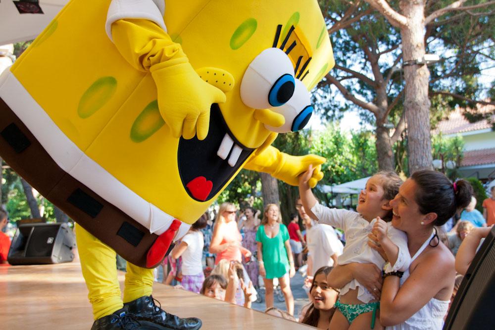 minidisco-bob-esponja-saludando-nena